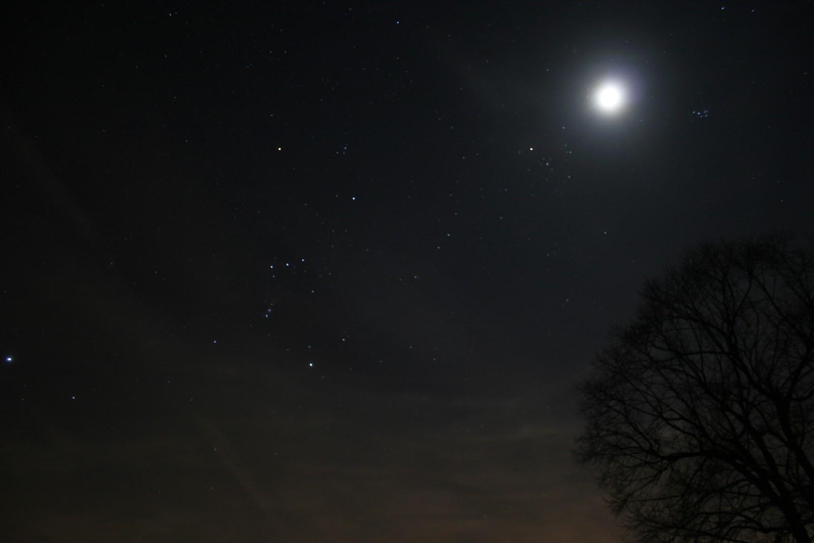 Orion, Taurs, Mặt Trăng và Pleiades. Tác giả : Brigitte Bailleul.