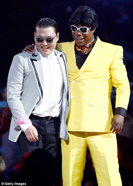 Aksi Panggung Selebritis Dunia di Billboard Music Award 2013