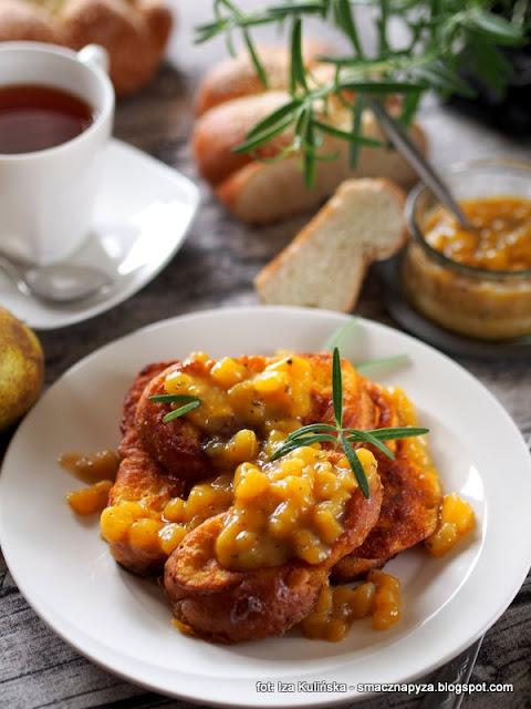 tosty z chałki , śniadanie , zrób to sam, sos gruszkowy , rozmaryn , gruszki , bułka smażona w jajku , deser , sos owocowy z rozmarynem , breakfast , kuchnie świata , domowe jedzenie , najlepsze przepisy , najsmaczniejsze dania , dobry początek dnia