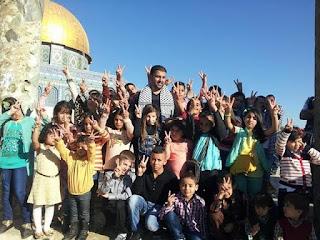 כך מכינים ילדים ערבים בהר הבית להרוג יהודים ולזכות ב-72 בתולות