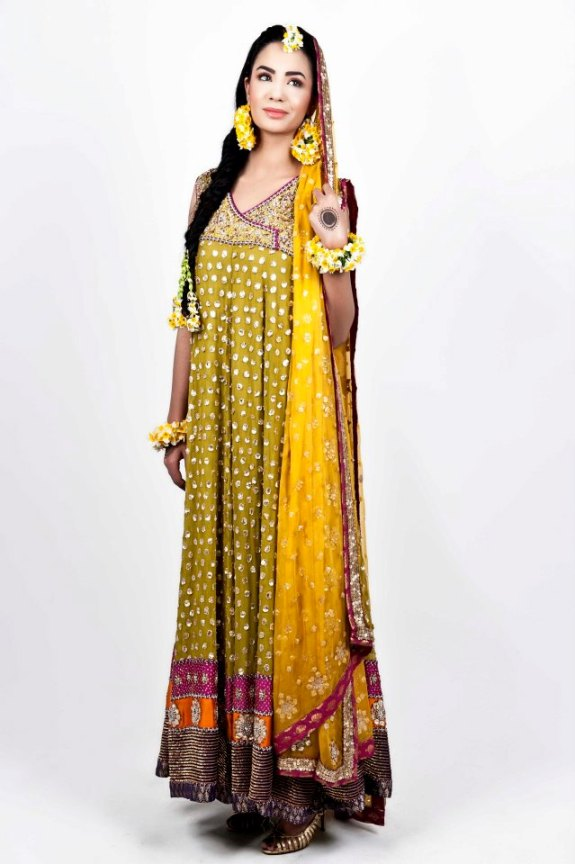 q1 - Mehndi Dresses for girls :)