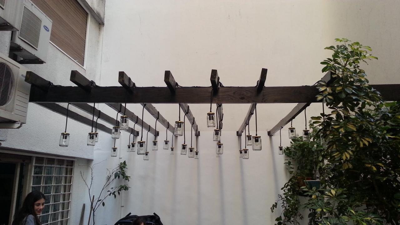 Asombrosas l mparas de exterior hechas con frascos for Lamparas de exterior para terrazas