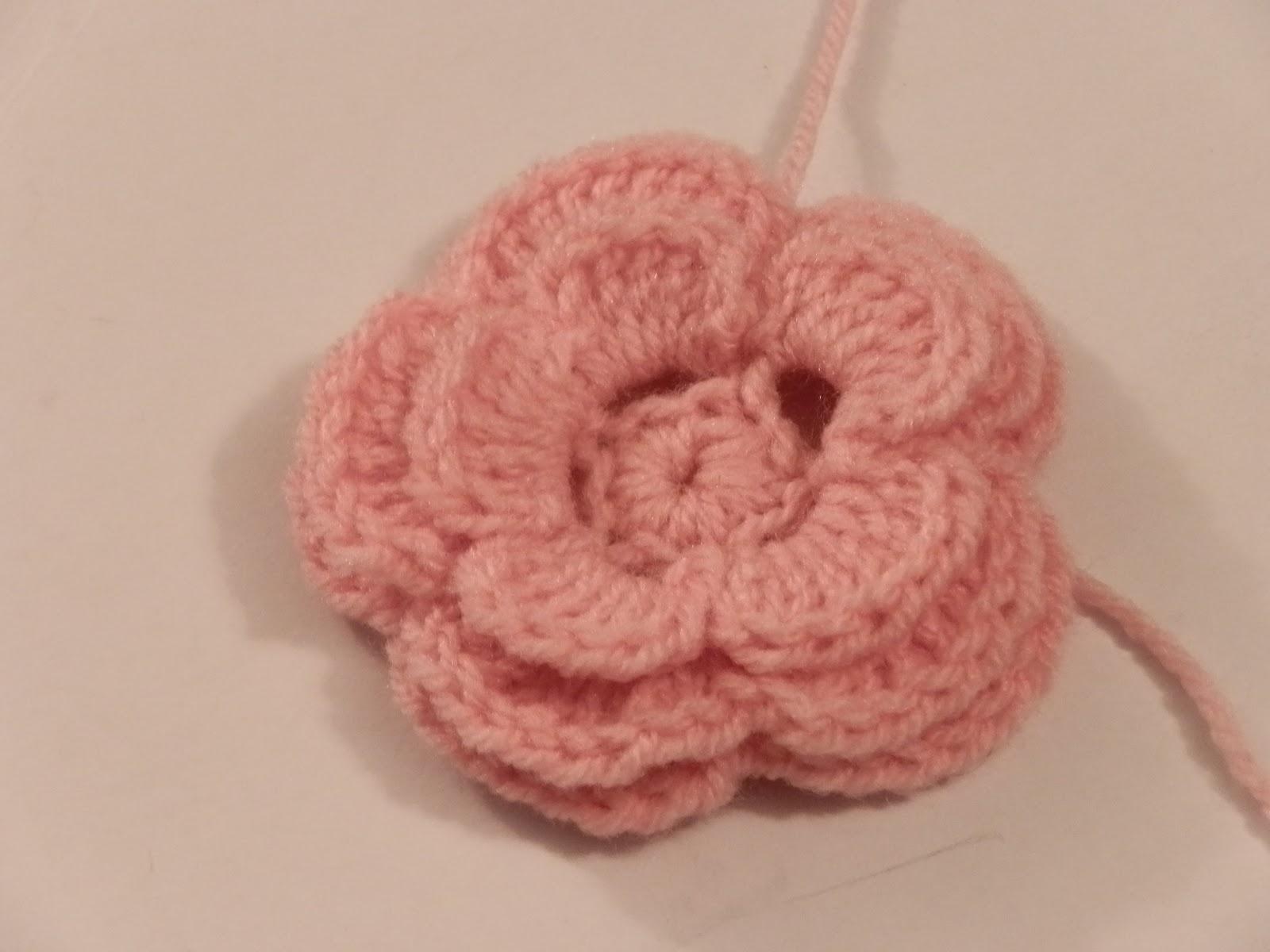 free crochet pattern- crochet flower