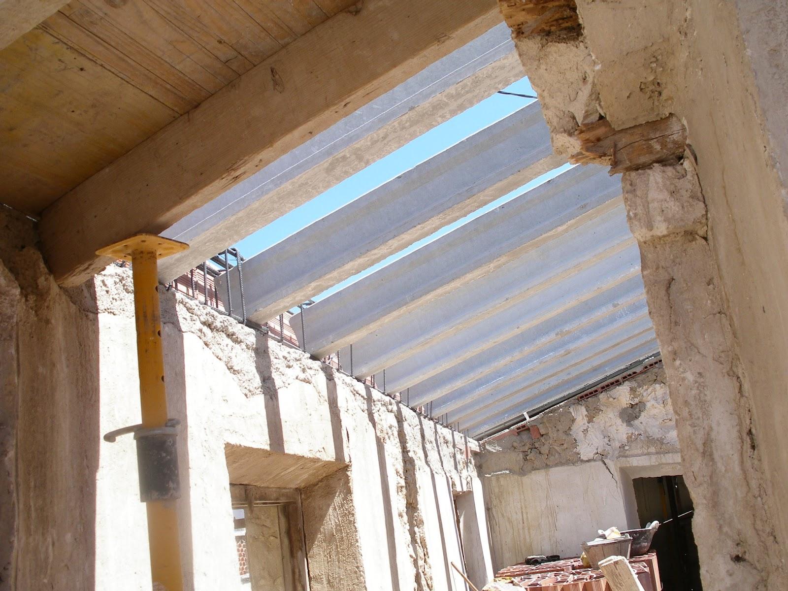 Rehabilitaci n de vivienda en entorno urbano protegido - Como construir un tejado ...