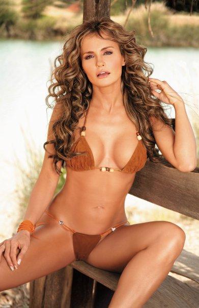 Latin divas in bikini: Aura Cristina Geithner