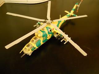 maqueta estática del helicoptero ruso MIl Mi-24