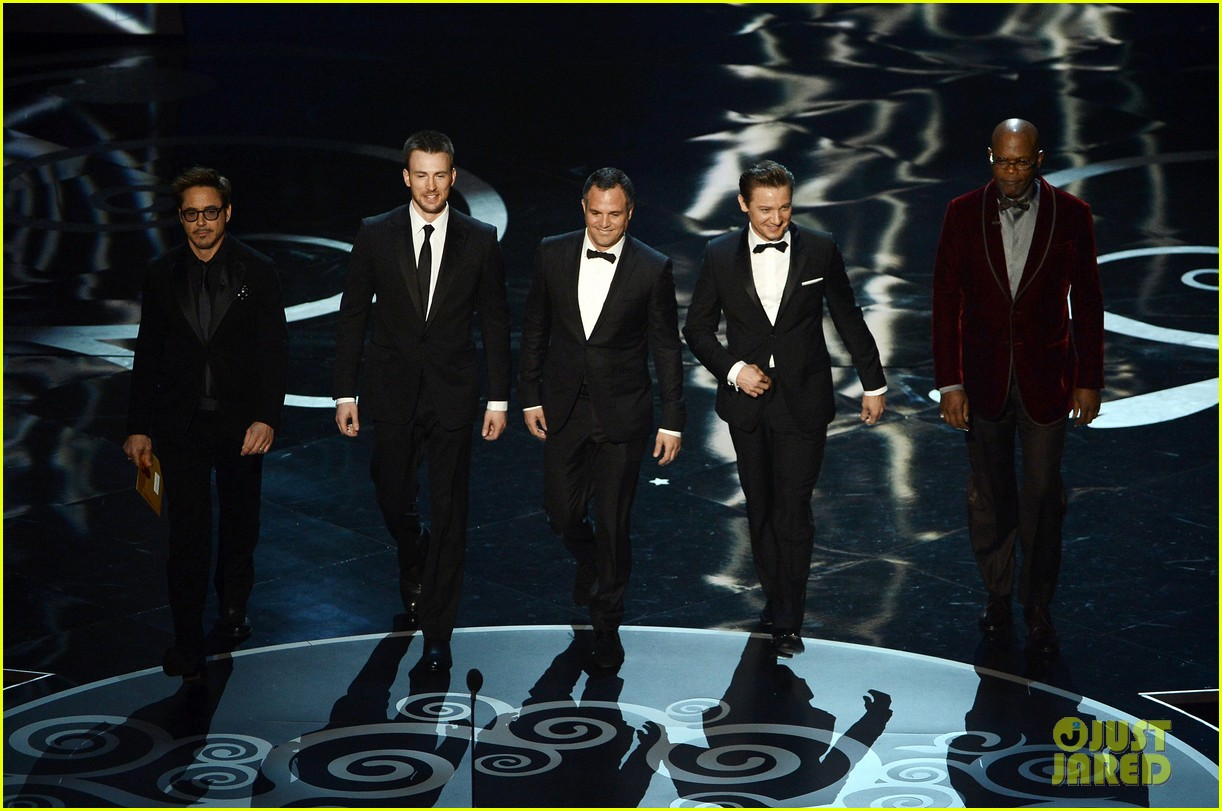 http://3.bp.blogspot.com/-iN67Lm9-6Jw/USsYtgfIkqI/AAAAAAAAuaQ/ZMEEn04uZeY/s1600/robert-downey-jr-oscars-2013-with-the-avengers-02.jpg