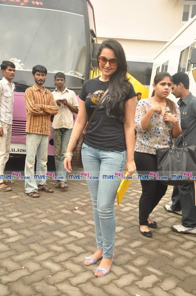 Sonakshi Sinha Clicked at Mehboob Studio