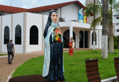 Igreja e praça pública de Cacoal (RO)