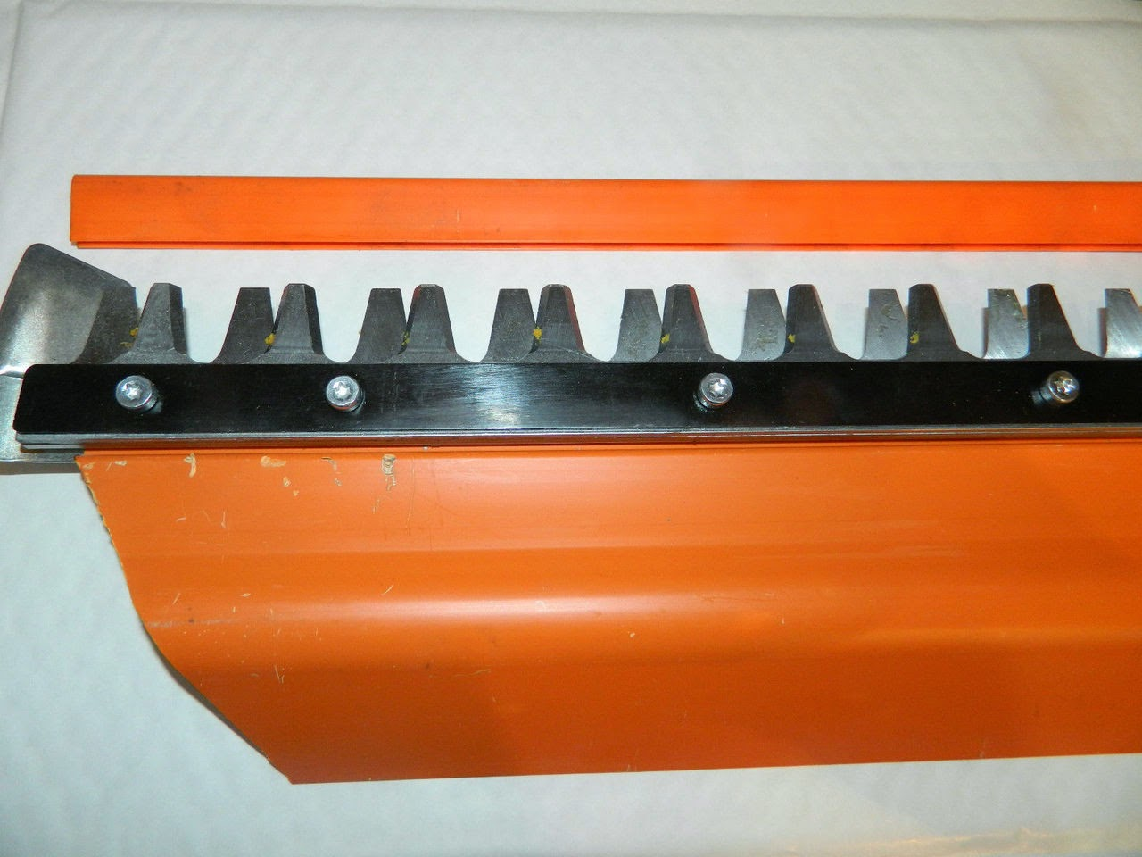 http://www.chainsawpartsonline.co.uk/stihl-hs86-hs86r-hedge-trimmer-cutter-bar-blade-single-side-with-reflector-30/