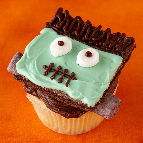 Be different act normal how to decorate halloween cupcakes for Halloween cupcake decorating ideas