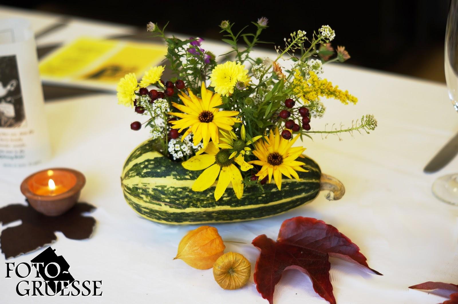 Tischdeko geburtstag oktober - Blumengestecke ideen ...