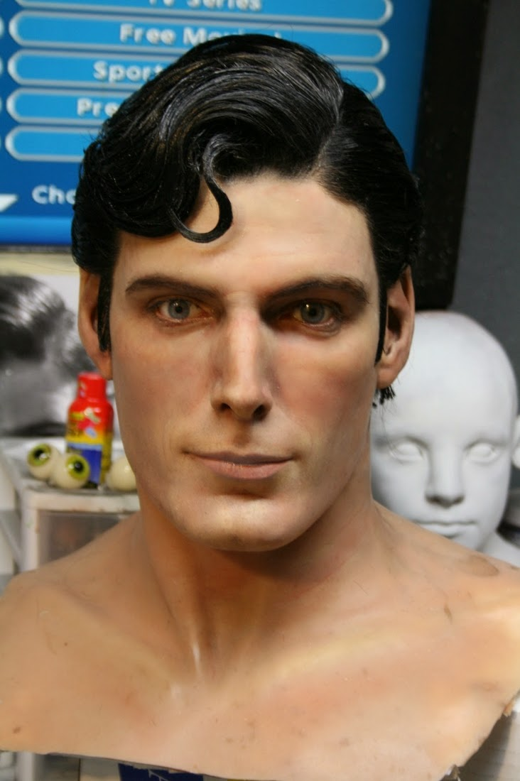 01-Christopher-Reeve-Bobby-Causey-Hyper-Realistic-Sculptures-www-designstack-co
