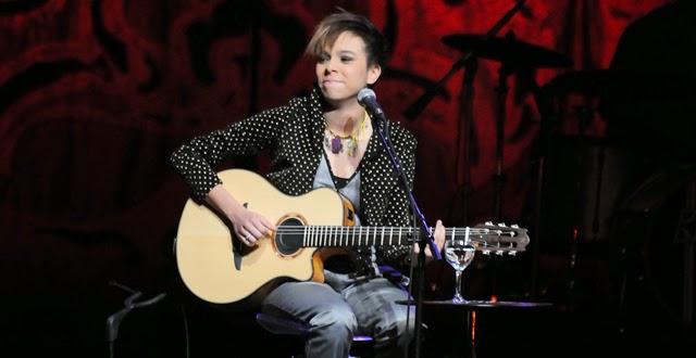 Cantora Maria Gadu