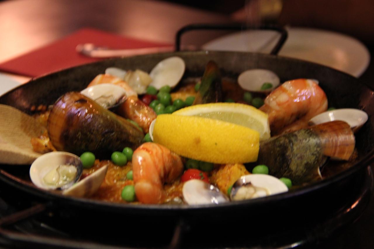 Tummy thrills september 2011 - Paella de pescado ...