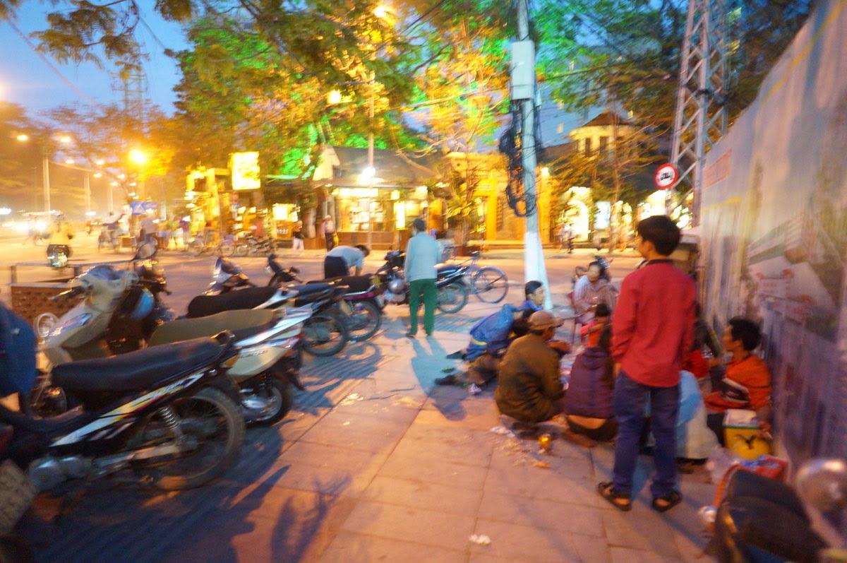 Люди-едят-во-Вьетнаме