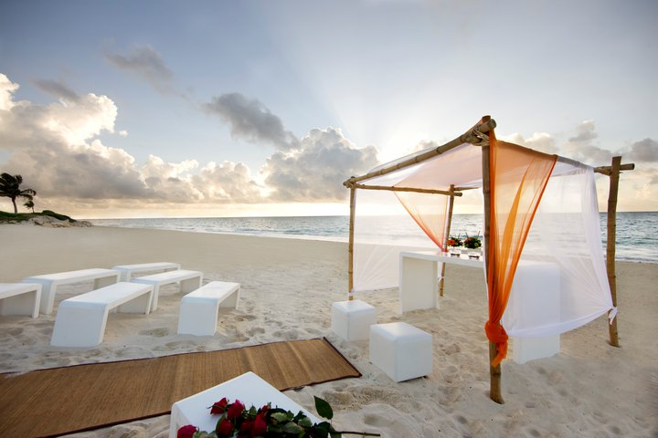 Destination Gay Weddings Your Dream Beach Wedding Ceremony Set Up