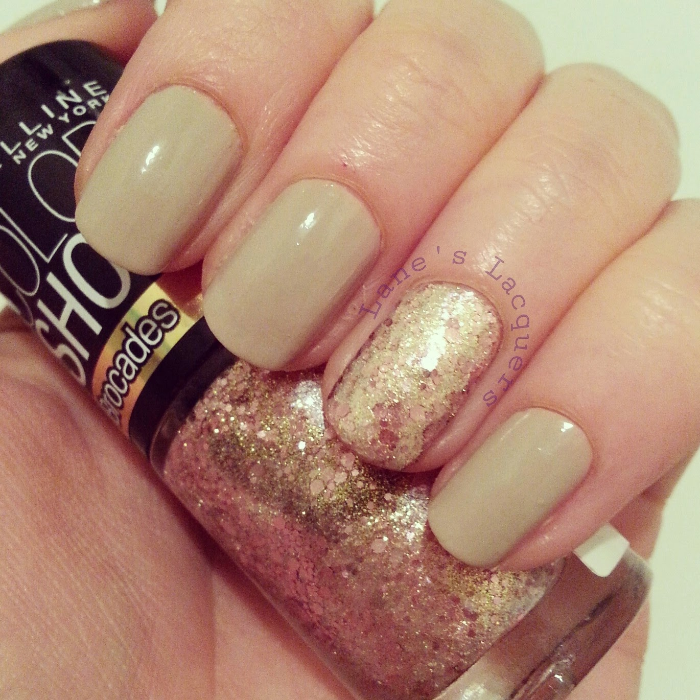 maybelline-color-show-bare-it-all-knitted-gold-nails
