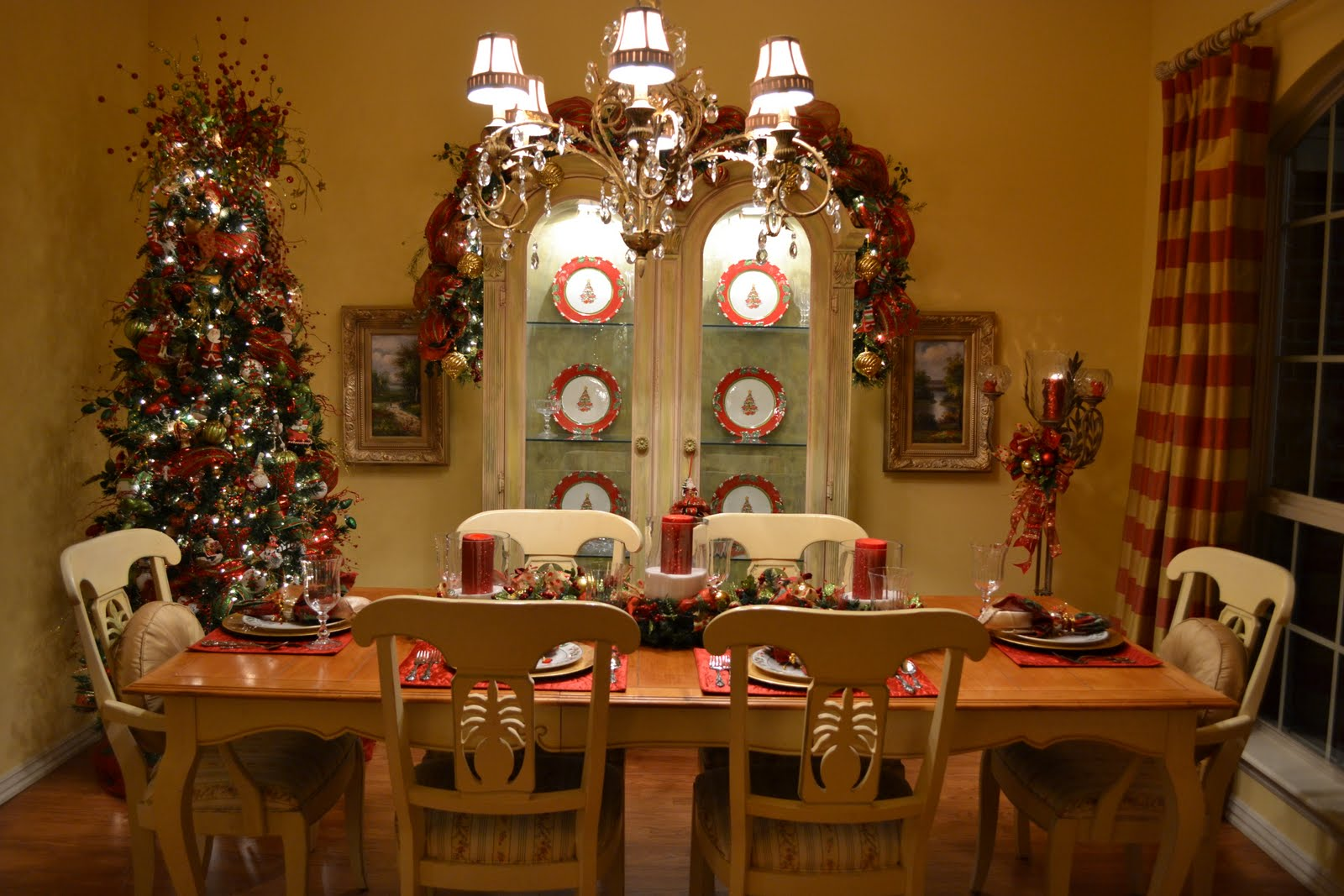 Kristen 39 s creations my christmas dining room for Ideas to decorate dining room table for christmas