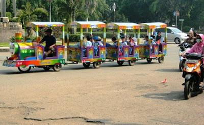 Odong-odong Jadi Transportasi Anak-anak Rusun Jatinegara ke Sekolah