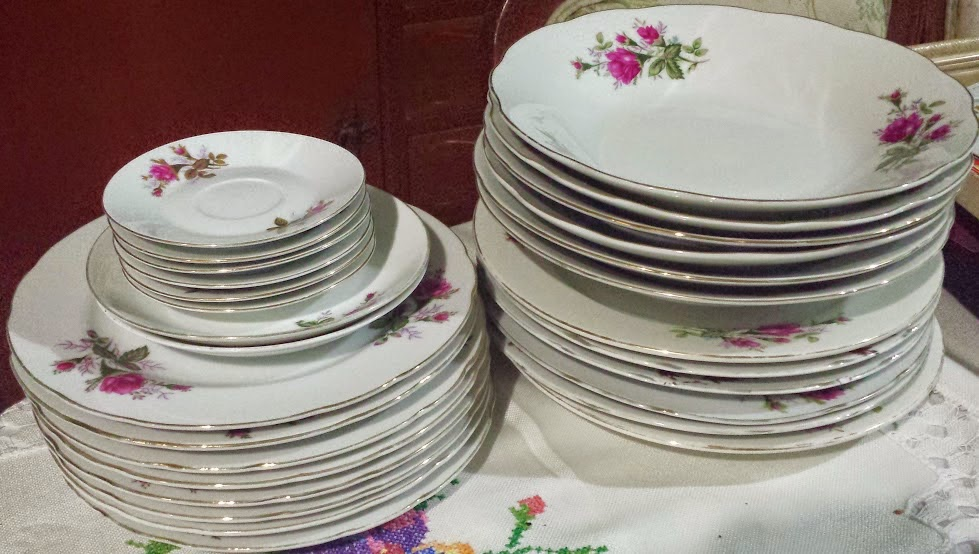Venta garaje platos tazas bandejas for Platos porcelana