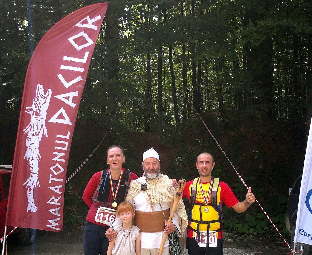 Maratonul Dacilor 2014. O călătorie istorică în timp şi spaţiu. Alergare de la Arsenal Park, Orăştie până la Sarmizegetusa Regia. Finish