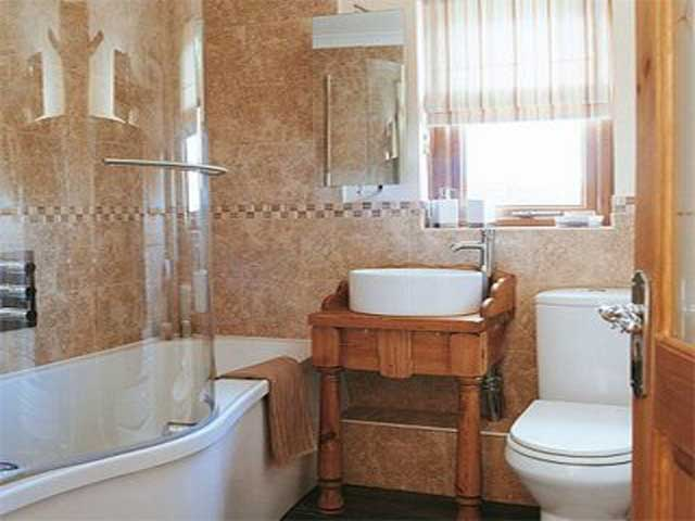 Bathroom designs for small spaces for Small bathroom designs 2012