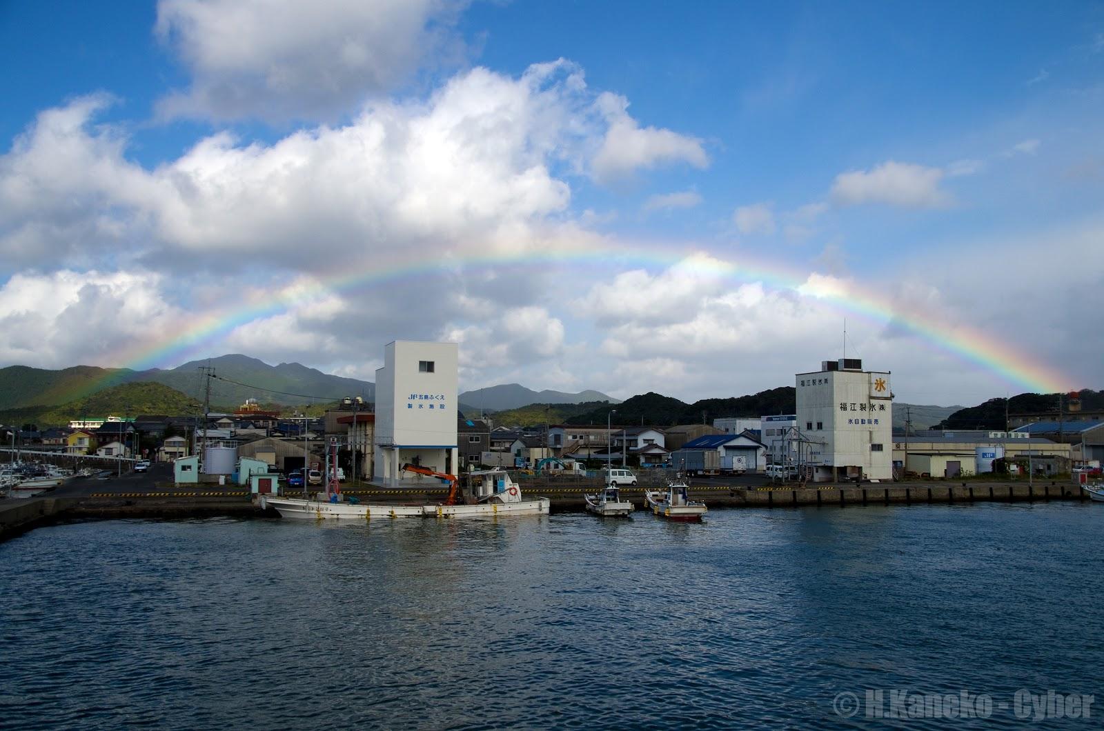 福江港にかかる虹