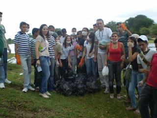 Fotos da expedição realizada em um trecho do Rio Salgado (prainha do Salgado), em outubro de 2011. Fonte: Acervo do professor Anselmo