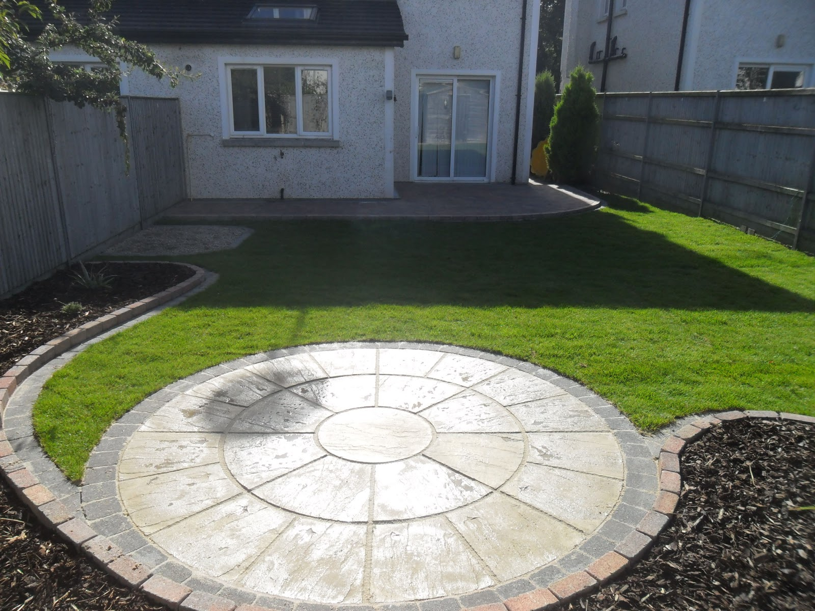 Greenart landscapes garden design construction and for Circular garden decking