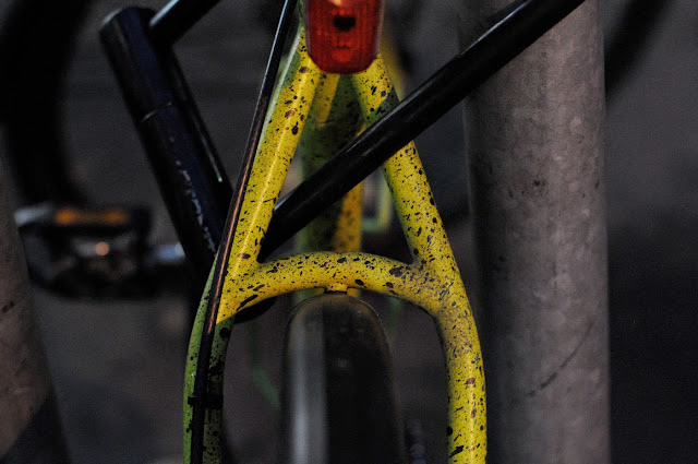 Surly, 1x1, frame, single speed, bicycle, bike, custom, modified, mod, bespoke, paint job, tim Macauley, the Biketorialist, the light monkey collective, Collins st, Melbourne, Australia, green, gritty, grit, splatter, awesome, paintjob, seatstay, fat tires