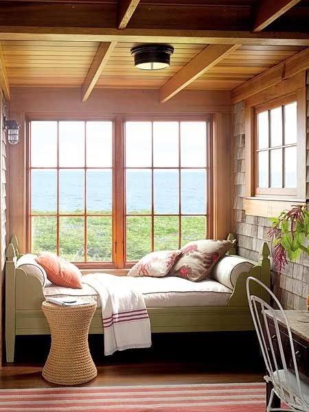 Jendela pada kamar tidur