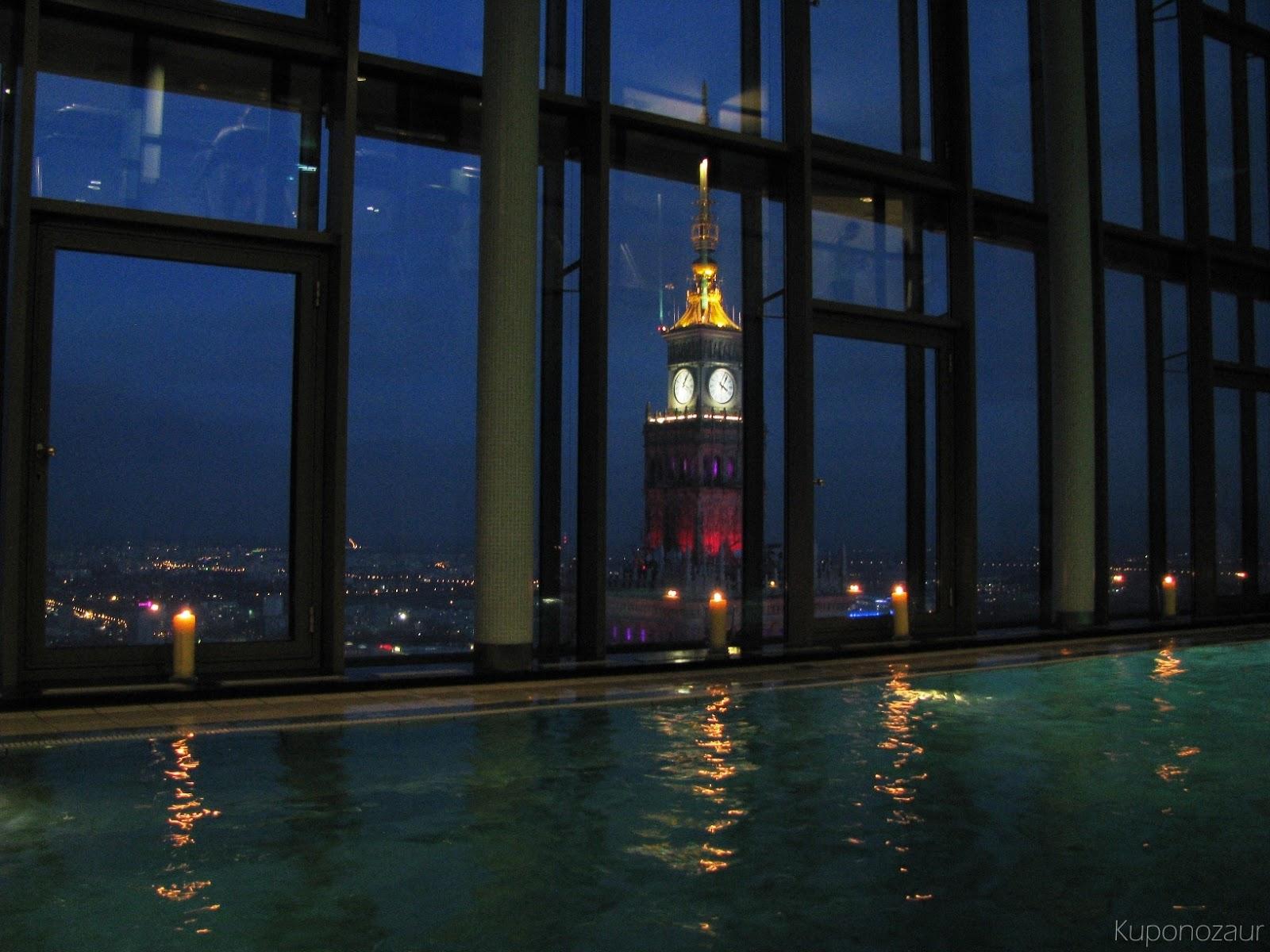 InterContinental Warszawa widok z basenu na Pałac Kultury i Nauki