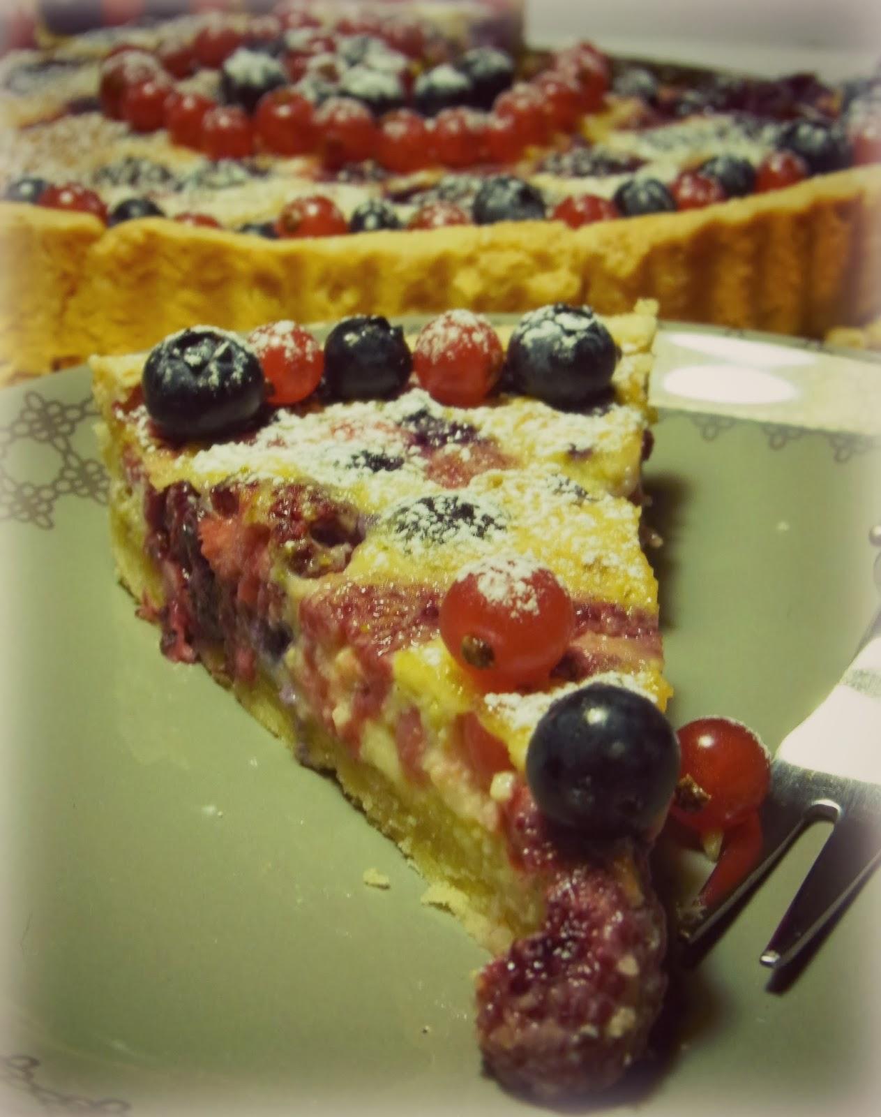 torta di pasta brisée ai frutti di bosco e pistacchio
