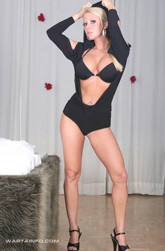 Foto Hot Eva Roob Pemain Sepakbola perempuan Seksi Jerman menjadi Bintang Film Panas