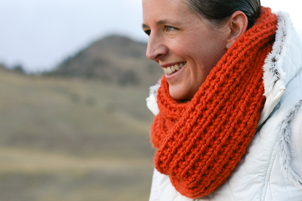 Simple Knit Cowl Pattern : A Chunky Moebius Cowl - an easy chunky knit free pattern - Flax & Twine