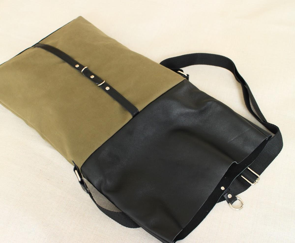 На сумке застежка-карабин