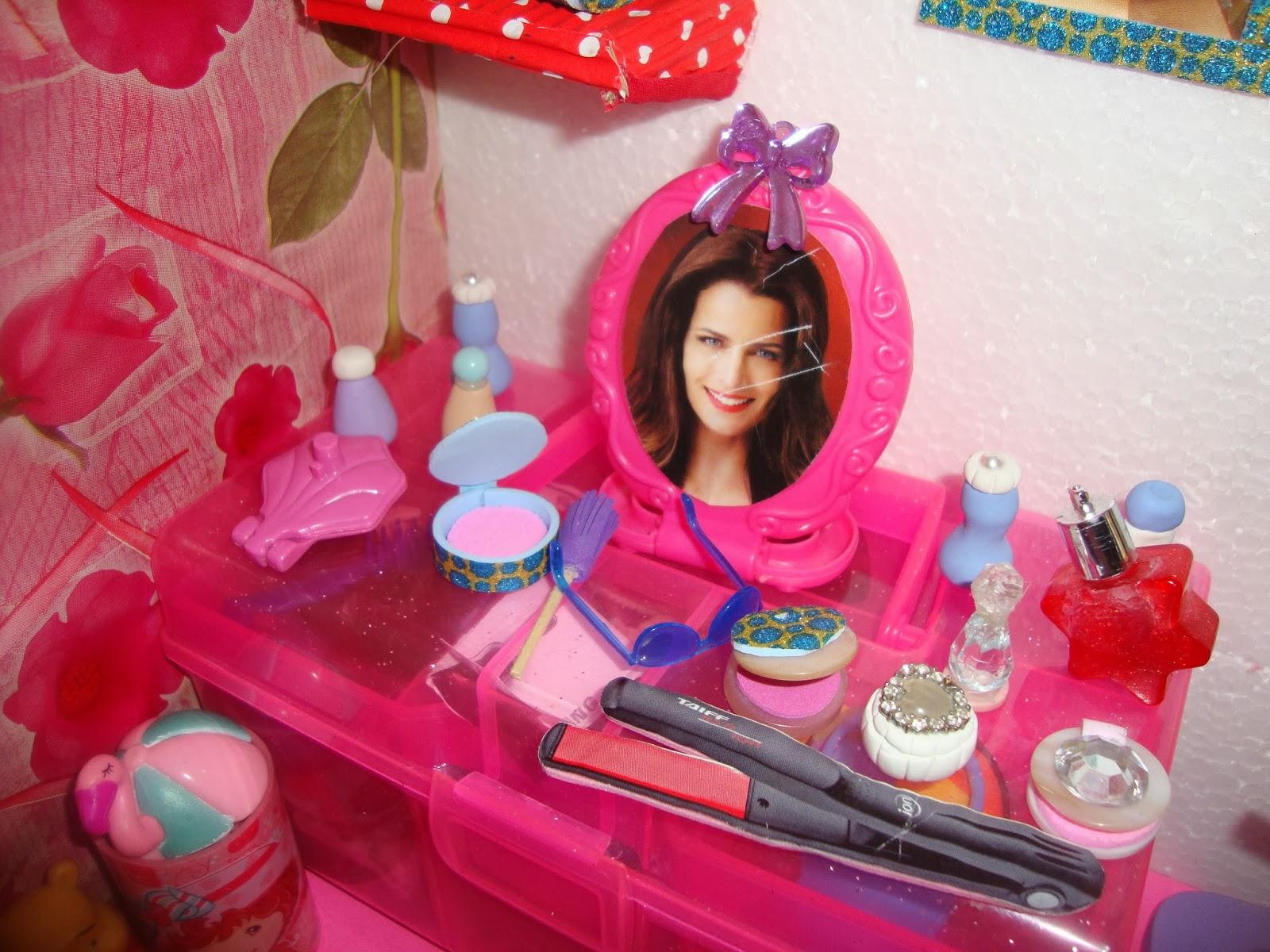 Zenna Arte: CASA DA BARBIE COM MÓVEIS DE E.V.A #B41736 1600x1200 Banheiro Da Barbie Como Fazer
