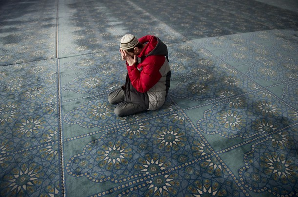 A Russian Muslim praying in a masjid