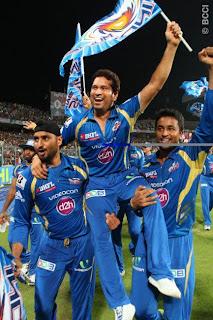 Harbhajan-Singh-Sachin-Tendulkar-Pragyan-Ohja-celebrates-MI-Win-IPL-2013