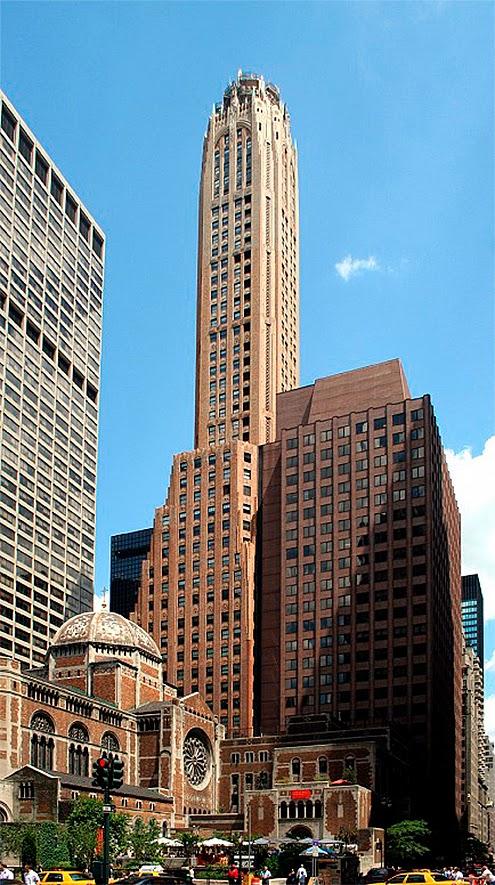 lo ms destacado del lexington avenue es sin lugar a dudas la majestuosa torre de coronacin que se decor mediante bellsimos motivos gticos haciendo