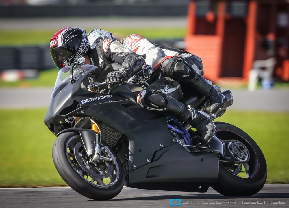 how to ride a superbike video