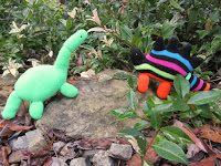 http://www.cucicucicoo.com/2015/10/glove-animal-tutorial-upcycled-glovosaurs/