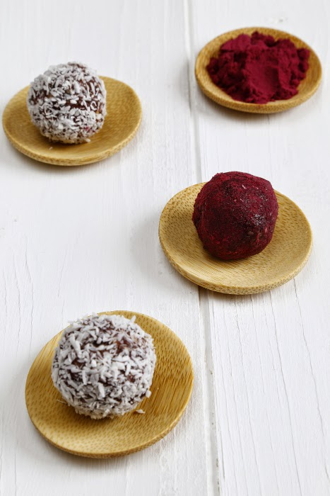 Energy balls in small wooden dishes