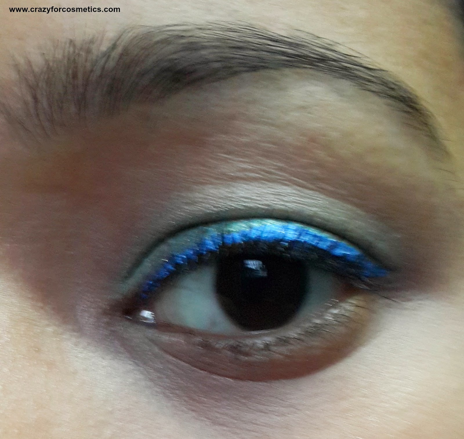Lakme Fantasy Shimmer Liner in Glimmer Blue eotd-Lakme Fantasy Shimmer Liner in Glimmer Blue review-Lakme Fantasy Shimmer Liner in Glimmer Blue swatch-Lakme Fantasy Shimmer Liner in Glimmer Blue online
