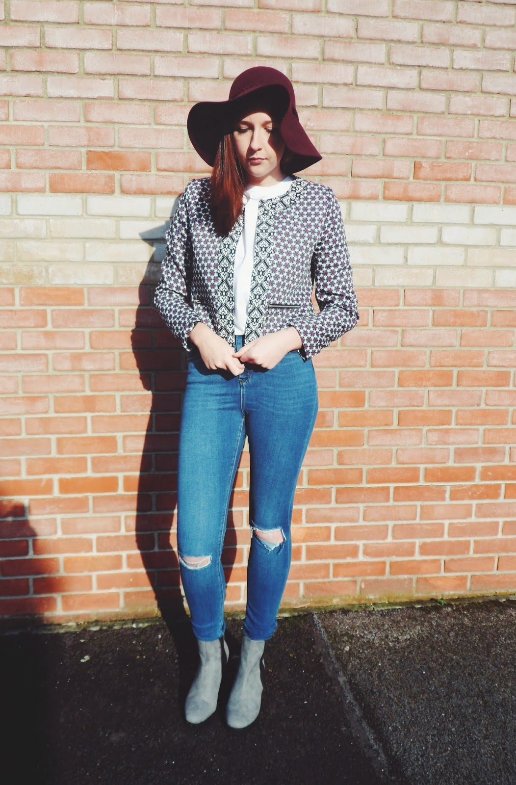 asseenonme, asos, primark, wiw, whatimwearing, whatibought, ootd, outfitoftheday,. lotd, lookoftheday, fbloggers, fashionbloggers, fblogger, seventiesfashion, theseventies, rippedjeans, boyfriendtee, cleatedheel, boots