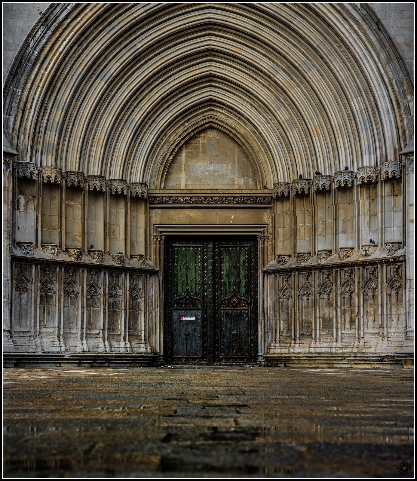 Puerta lateral de Sta. Maria de Girona :: Panorama 2 x Canon  EOS 5D MkIII | ISO 100 | Canon 24-105@75mm | f/4.0 | 1/80s