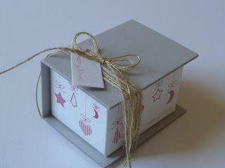 χριστουγεννιάτικο χάρτινο κουτάκι δώρου