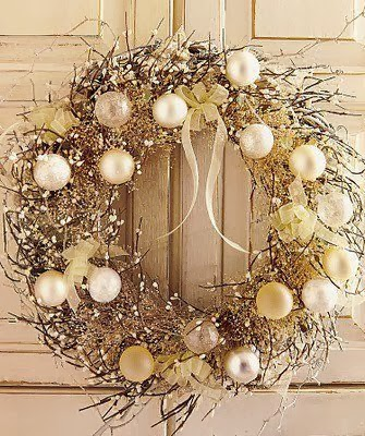 Glitter Christmas Wreath from FrySauceandGrits.com
