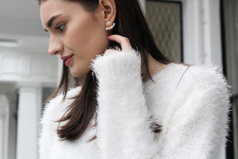 peexo fashion blogger wearing the peach box earrings